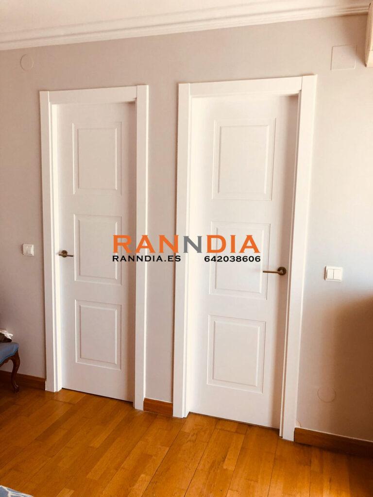 Puertas blancas en Torrox